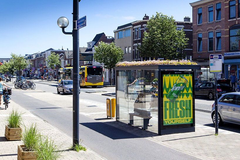 Yeşil Çatılı Otobüs Durakları