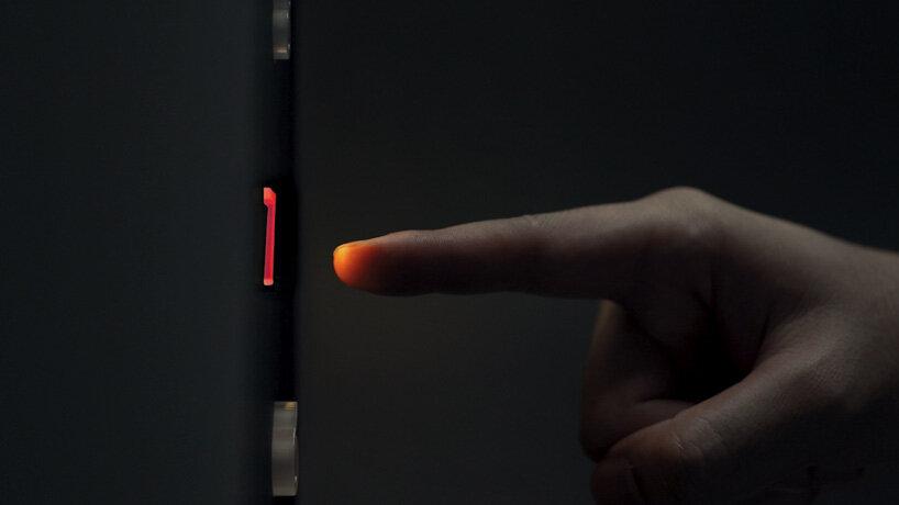 Aşama 3 : Sensör yardımı ile kullanıcı hareketi algılanır ve temas olmadan eylem  aktif hale gelir.